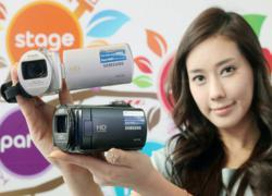 Samsung HMX-F80 – Máy quay nhỏ gọn với zoom quang 52x