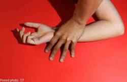 Khiến con gái dính bầu rồi mới phát hiện ra quan hệ huyết thống