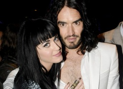 Chồng cũ Katy Perry khoe 'chiến tích' giường chiếu