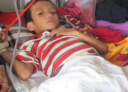 Bé trai 7 tuổi bị bố chất rơm đốt: Những giọt nước mắt muộn màng