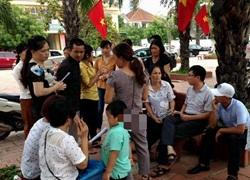 Phụ huynh Nghệ An đến trường phản đối học VNEN