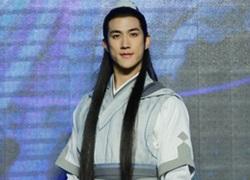 """""""Tình cũ"""" của Phạm Băng Băng bị chê điệu đà khi tô son bóng, để tóc dài trong sự kiện"""