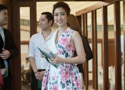 Hoa hậu Mỹ Linh đọ váy hoa hồng với Hạ Vi