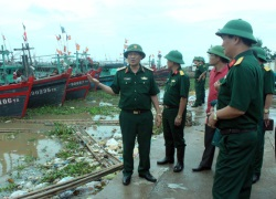 Hàng trăm chiến sỹ bộ đội sẵn sàng trực bão