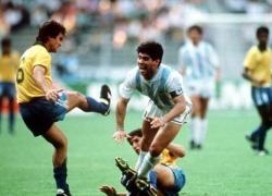 """World Cup 1990: Cầu thủ Brazil bị đầu độc ngay trên sân vì """"chém"""" Maradona"""