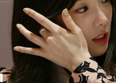 10 thần tượng nữ sở hữu đôi tay đẹp nhất Kpop