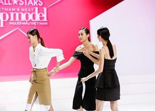Bức xúc kết quả, thí sinh Next Top Model dắt tay nhau bỏ về