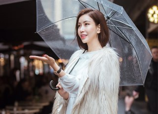 """Không chỉ xinh đẹp, HH Lam Cúc còn chứng tỏ khả năng mix đồ """"cực chất"""" tại Melbourne"""