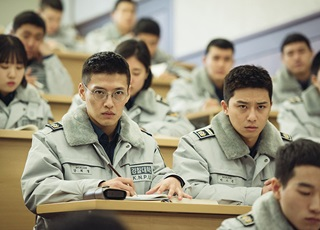 Phim Hàn 'Cảnh sát tập sự': Những tiếng cười đáng suy ngẫm
