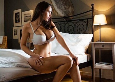 """Nữ vận động viên có """"đào tiên"""" 92cm bỏ nghề làm mẫu nude"""