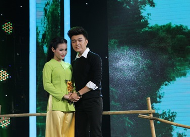 'Thiên thần bolero' Quỳnh Trang ngọt ngào với hit cũ của Phi Nhung