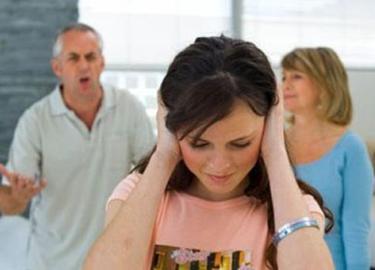 Bố mãi chỉ xem con là dâu, con làm sao có thể xem bố như bố đẻ?