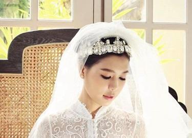 Cô dâu của BTV Quang Minh là nhà văn xinh đẹp viết chuyện tình