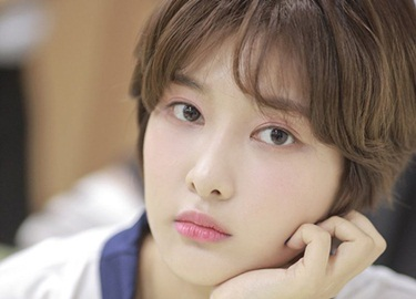 Những pha đổi tóc khiến fan sửng sốt của sao Hàn