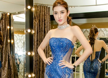 Huyền My thử trang phục dạ hội cho Miss Grand International