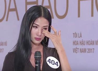 Hoàng Thùy bật khóc khi Phạm Hương chê 'quá lạm dụng ca dao, tục ngữ'