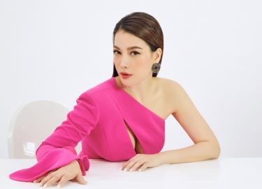 Trương Ngọc Ánh sexy với áo hở ngực