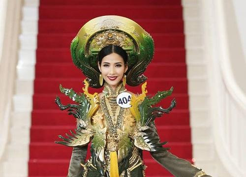 """Hoàng Thùy lại ghi điểm với màn giới thiệu bằng tiếng Anh đầy dõng dạc tại """"Hoa hậu Hoàn vũ VN"""""""