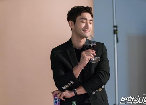 """Tái ngộ """"mã đại gia"""" Choi Si Won trong vai diễn """"siêu lầy"""" của phim mới"""