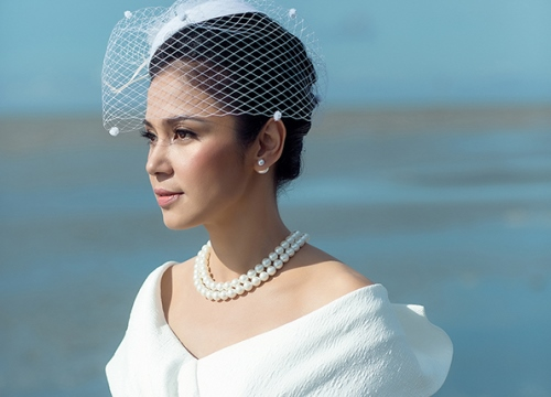 Việt Trinh sang trọng với phong cách cổ điển