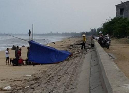 Quảng Bình: Lật thuyền đánh cá, 1 ngư dân mất tích