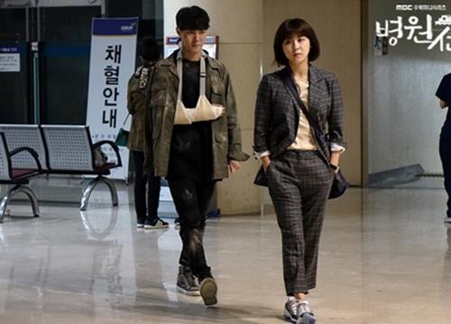 Ha Ji Won biến hóa ở tuổi U40 với phong cách tomboy