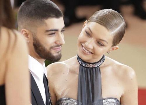 """2 năm yêu nhau, Gigi và Zayn đã cho fan bổ mắt với loạt khoảnh khắc vừa tình cảm vừa đẹp """"thần sầu""""!"""