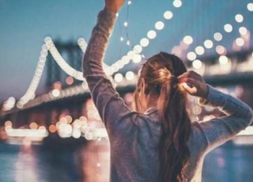 """Liệu em có nên tiếp tục yêu anh, khi giữa tình cảm chúng ta là cả một """"khoảng trời bí mật"""""""