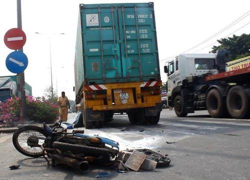 Cảnh sát tìm thân nhân của người tử vong trên đường phố TPHCM