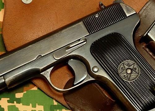 Khoe súng với bạn, nam sinh bị thương vì súng cướp cò
