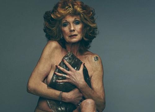 70 tuổi, nữ diễn viên Anh vẫn chụp ảnh khỏa thân để bảo vệ đại dương