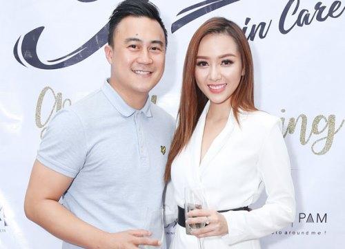 Bạn trai doanh nhân mừng Băng Di lên chức bà chủ