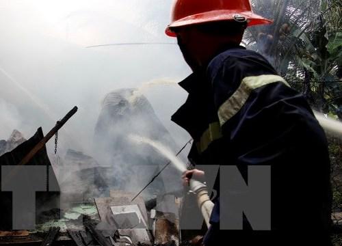 Hà Nội: Giải cứu 4 người mắc kẹt trong đám cháy trên phố Thái Hà