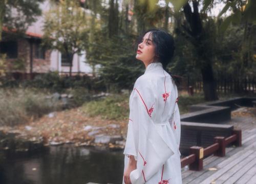 """Nhan sắc """"nữ thần"""" mới của Trung Quốc với nét đẹp thoát tục đang được truy lùng"""