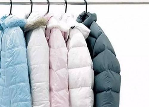 Thoát nỗi khổ giặt đồ mùa đông nhờ mẹo nhỏ đơn giản này vừa loại bỏ vết bẩn, lại giúp quần áo sạch hơn