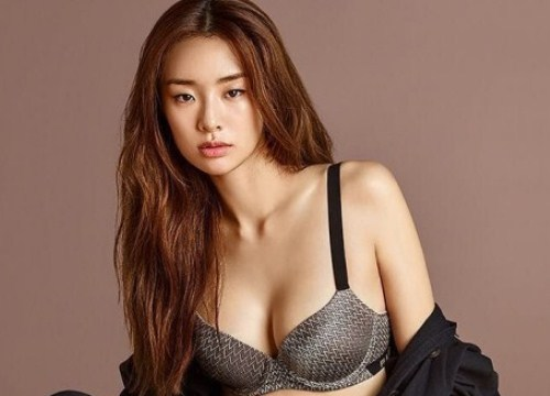 Chùm ảnh khoe nội y quyến rũ của siêu mẫu Stephanie Lee