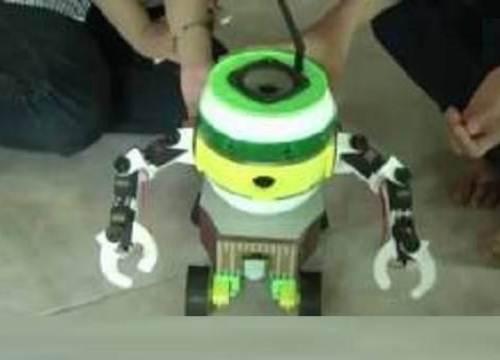 Học sinh Phú Yên sáng chế robot quản lý nhà cửa