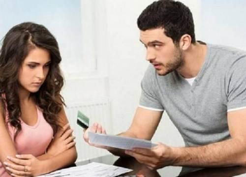 Chồng thu nhập trăm triệu mỗi tháng, vợ con vẫn phải nhịn ăn nhịn mặc