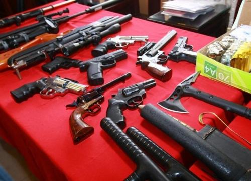 """Theo dấu tên trộm, cảnh sát phát hiện """"kho"""" súng đạn"""
