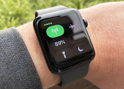 Apple Watch tự khởi động lại