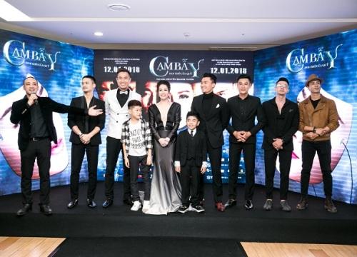 """Ra mắt phim 18+, Nhật Kim Anh được dàn """"trai 6 múi"""" hộ tống"""