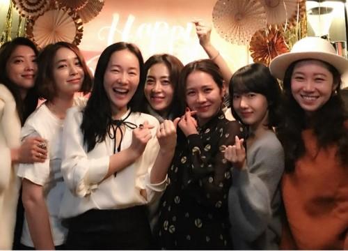 """Ảnh dàn khách mời trong sinh nhật nữ thần Son Ye Jin: Cả một """"rừng"""" mỹ nhân tụ hội!"""