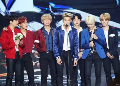 BTS đã 'nẫng' Daesang khỏi EXO như thế nào tại Golden Disc Awards năm nay?