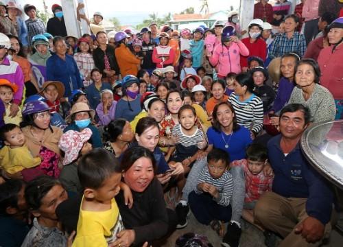 Chồng và con gái về Việt Nam tháp tùng Việt Hương đi từ thiện
