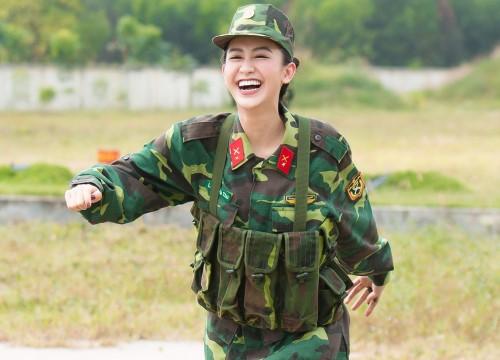 Chùm ảnh Á hậu Hà Thu trong màu áo quân nhân: Vất vả tập luyện vẫn xinh đẹp hết cỡ!