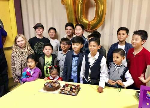 Con trai Quang Dũng- Jennifer Phạm đến dự sinh nhật con trai HH Hà Kiều Anh