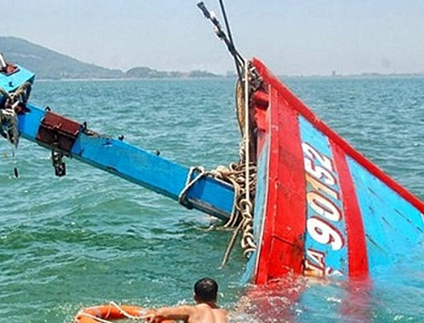 Nổ hầm máy tàu cá trên biển, một người tử vong