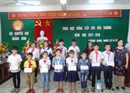 Quảng Bình: Gần 11 ngàn học sinh, sinh viên nghèo được trao học bổng trong năm 2017