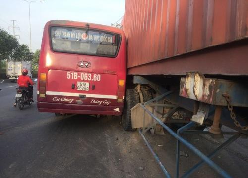 TP.HCM: Đình chỉ tài xế xe buýt lái xe rượt đuổi xe container