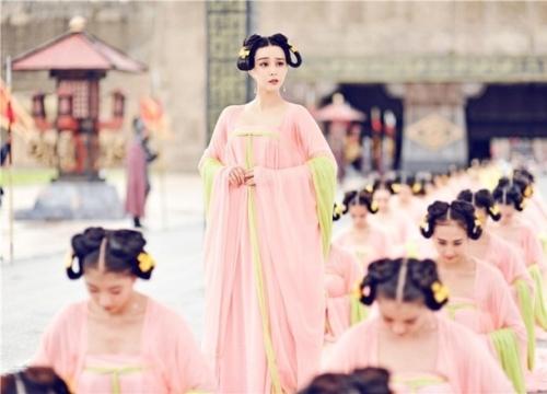 1000 cung nữ lả lơi khêu gợi khiến anh em mê mẩn khó rời mắt